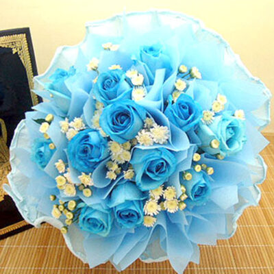 hand-bouquet-blue-sky-white-cloud-new