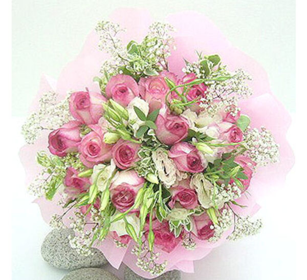 hand-bouquet-love-at-first-sight-new,pink roses will definitely deliver the message to he